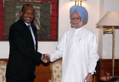 Dr Hamadoun Touré, ITU Secretary-General and H.E. Dr Manmohan Singh, Prime Minister of the Republic of India